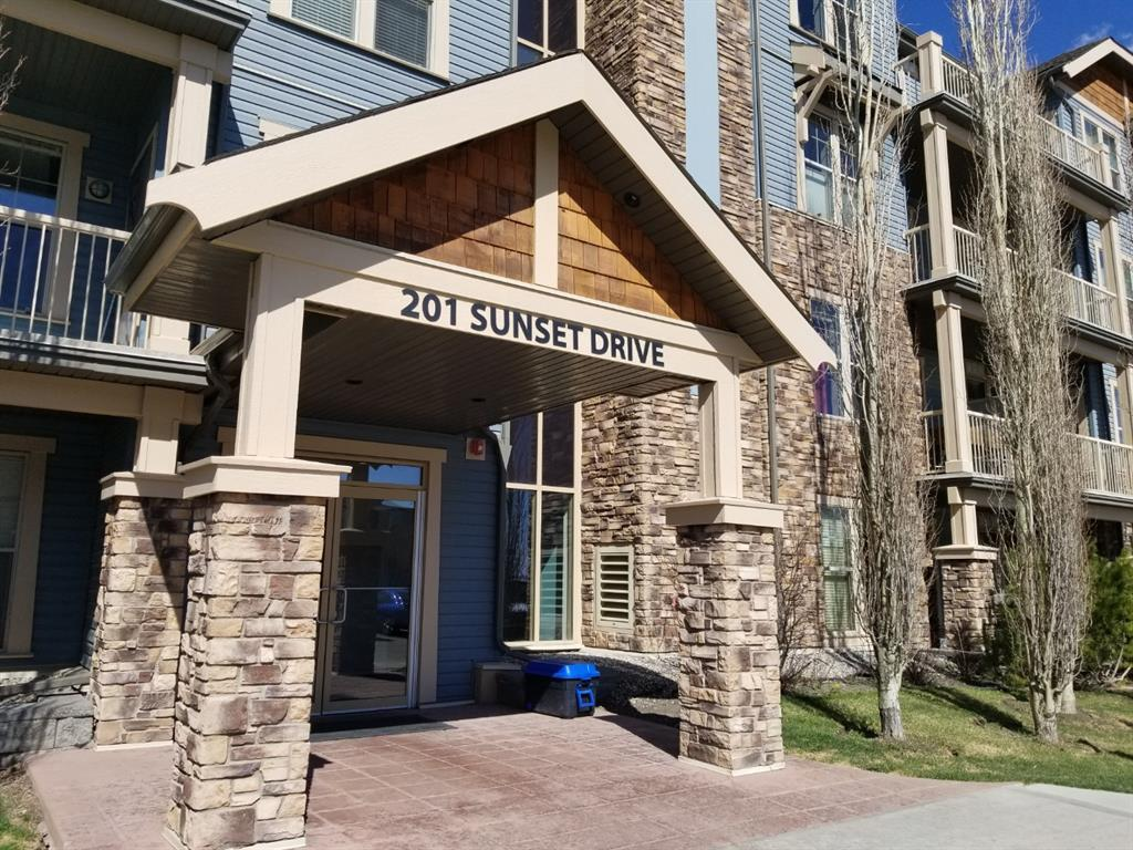 Sunset Drive House for sale in Alberta Image