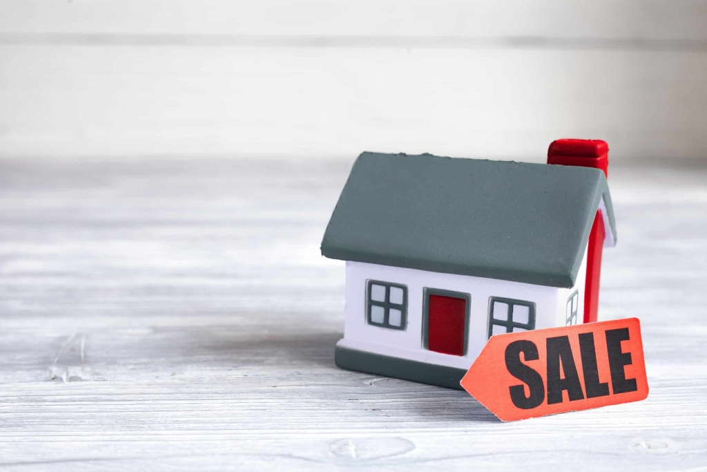 selling a house privately in Calgary image